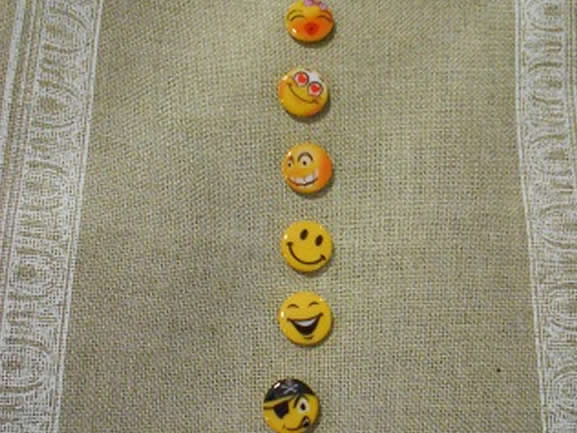 boutons smiley decoration